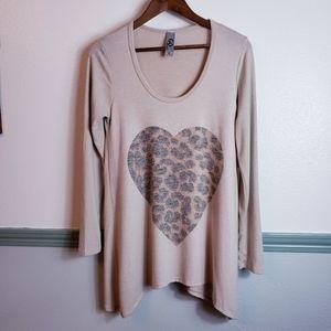 Cool Cheetah Heart Top Hankicheif Hem Nwt Medium